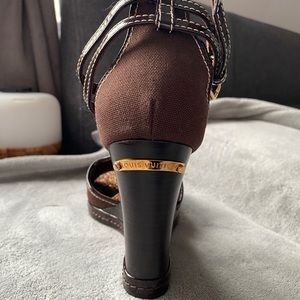 Louis Vuitton wedges in perfect condition